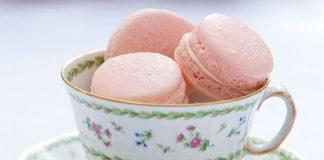 Strawberries-and-Cream-Macarons