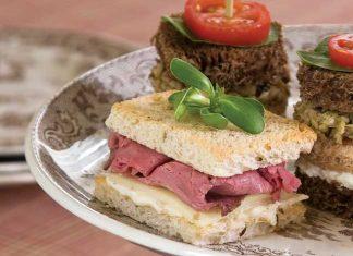 Roast-Beef-and-Horseradish-Tea-Sandwiches