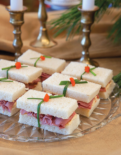 Red Pepper Blue Cheese Roast Beef Finger Sandwiches