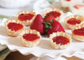 Strawberry-Brie Phyllo Cups