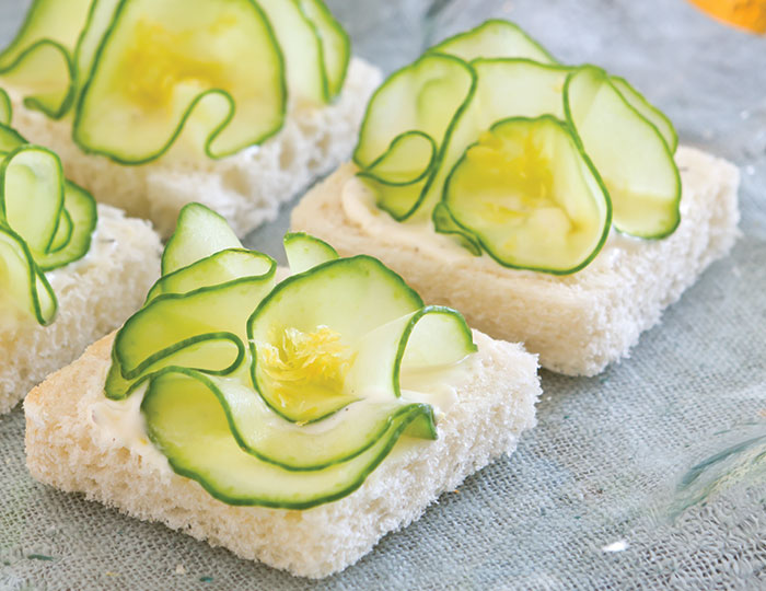 Cucumber flower canapes for Canape sandwiches