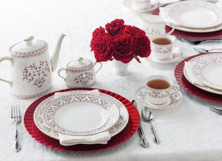 The Complete Table Hearts and Flowers