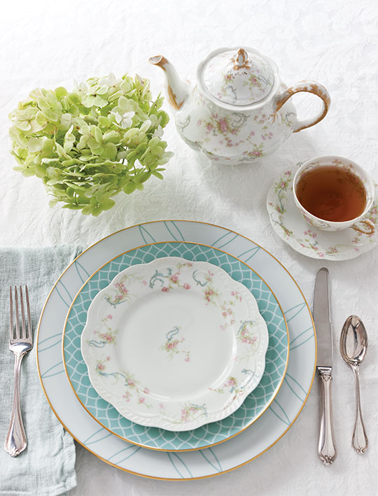 Setting the Table with Family Heirlooms - TeaTime Magazine