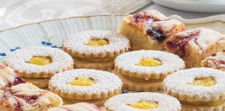 Linzer Cookie with Mango Curd