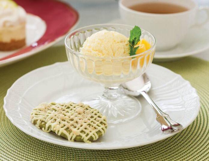 White Chocolate–Matcha Shortbread Cookies